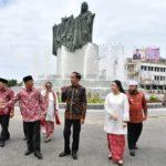 Jokowi Resmikan Monumen Fatmawati